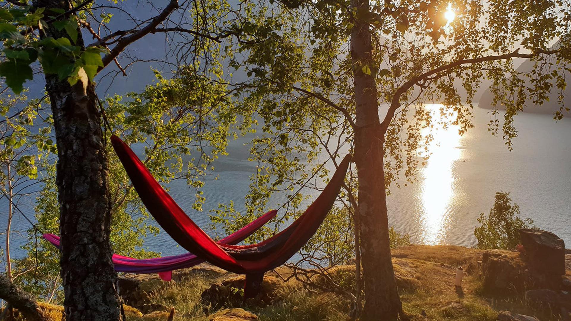 Hängematte, Sonnenuntergang über dem Fjord.